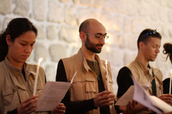 Följeslagare under överlämningsceremoni i Jerusalem