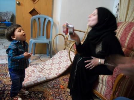 Barn och mamma Asmat i Tulkarem 5