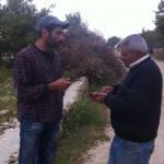 Daher Nassar tillsammans med volontären Ramsey från USA