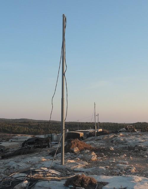 Bilden visar hur militären demolerat eledningen i den palestinska byn Khirbet Ghuwain al Fauqa.