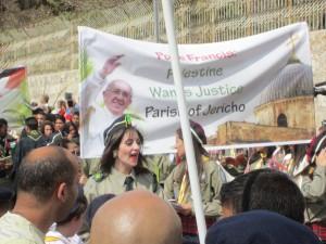 Påskprocession med kristna palestinaska scouter.