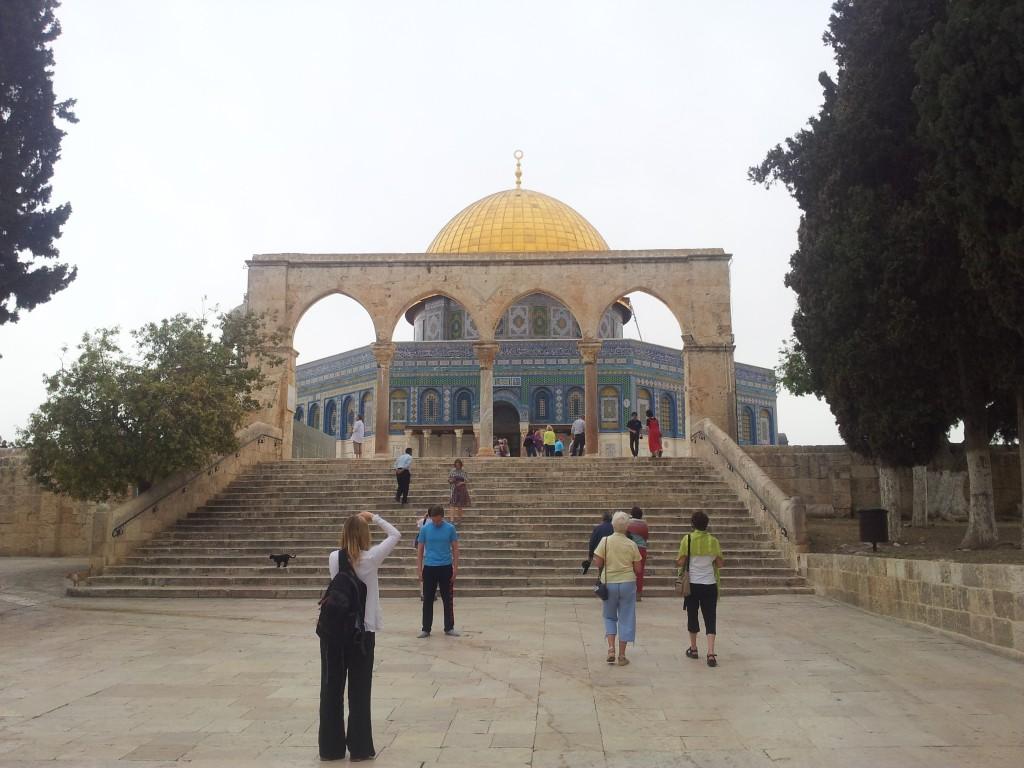 Turister framför Klippdomen på Israels nationaldag.