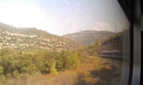 På tåget från Tel Aviv på väg till Jerusalem.
