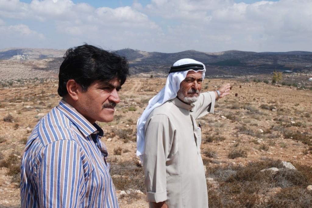 Från vänster Rabah Ali Mohammad Hamza brorson till Mahmud Ahmed Mohammed Hamza, jordbrukare.