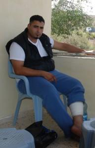 Muntazar Manzur, skjuten i vaden av israelisk militär den 23 september, i en vägspärr utanför Burin.