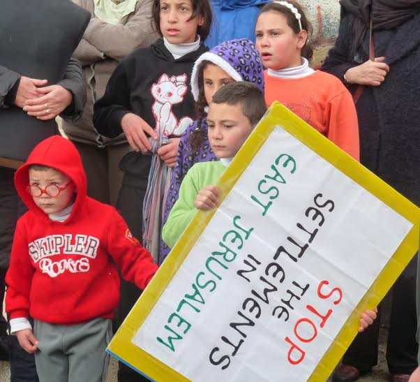 Barn som deltar i demonstrationen mot bosättningarna i Sheikh Jarrah.