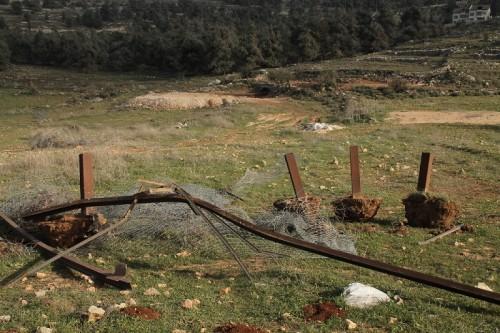 Marken med uppryckt staket