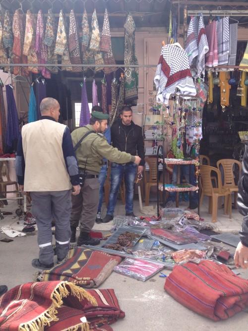 Förödelsen efter Baruch Marzel besök i Abeds affär.