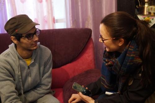 Oday Saleh och jag i familjens vardagsrum.