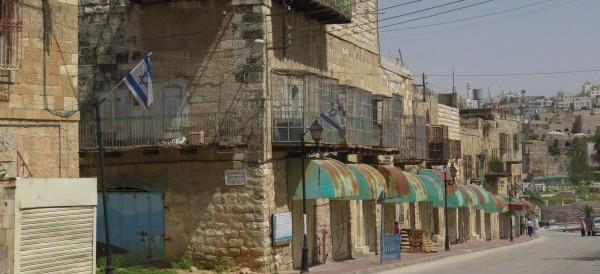 En typisk vy på Shuhada Street i Hebron, området som stängts ned för palestinier.