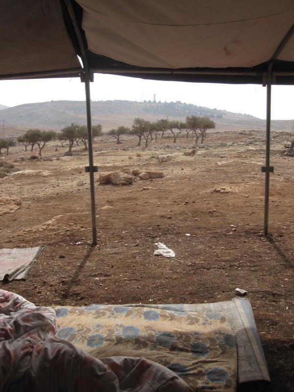 Utsikt över den israeliska bosättningen Rimmonim på andra sidan av väg 458.