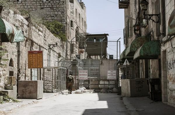 En vägspärr i Hebron