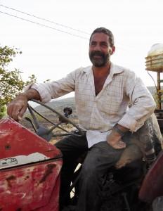 Yanouns borgmästare Rashid Morar efter en dag på olivfälten.