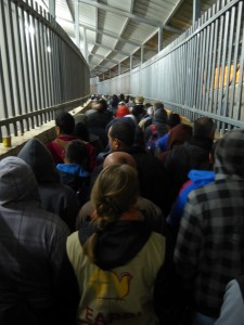 Tidig morgon i terminalen till vägspärr 300 i Betlehem. Foto: Johanna Persdotter