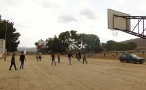 Basketbollmatch under rasten på skolan i Burin. Foto: Johanna Persdotter