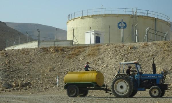 Orättvis vattenfördelning. Foto: EAPPI.