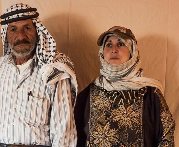 Rokaya Amman Baniaoudi, kvinnan med den flyktiga blicken, tillsammans med sin man Abu Sakr. Foto: G. Soares.