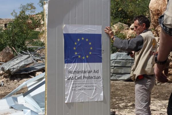 I Khirbet Tana revs flertalet byggnader och konstruktioner som finansierats genom humanitärt bistånd. Foto: Josefin H. Lämås