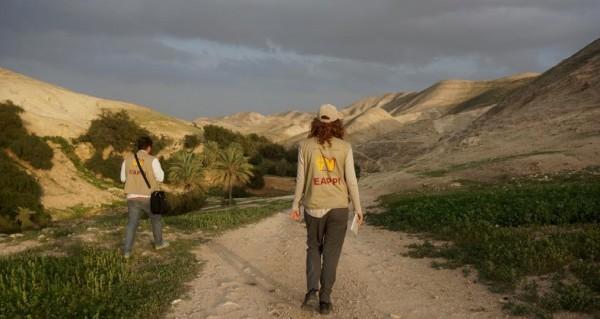 Följeslagare på väg till Ein al-Qilt. Foto: N. Nkosi.