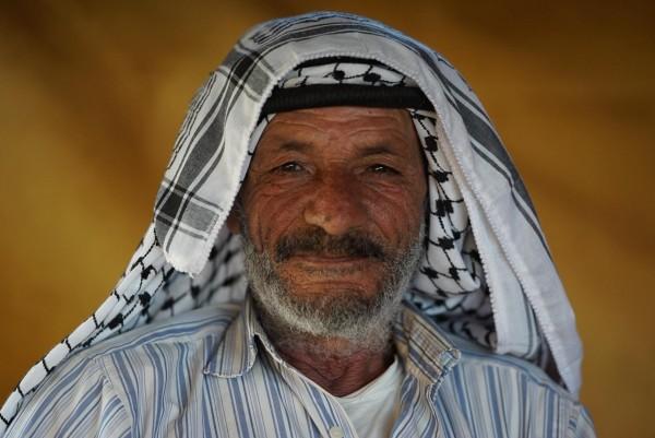 Abu Sakr, en av invånarna i al-Hadidiya som lever på 20 liter vatten per person och dag. Foto: G. Soares.