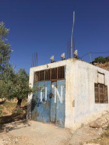 Transformatorstationen i Yanoun som vi passerar minst fyra gånger dagligen. Foto: Bo Hellström
