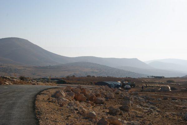 Familjen bor precis utanför den lilla byn i al-Aqaba vackert omgivna av berg. Foto: Zeinab