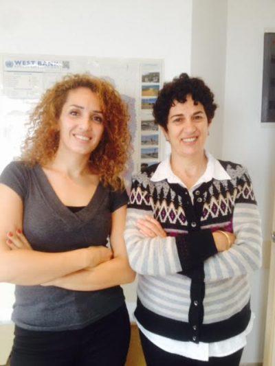 Salwa och Rawan jobbar med påverkansarbete på WCLAC och vill berättar andra kvinnors historier vidare. Foto: Zeinab El-Saneh