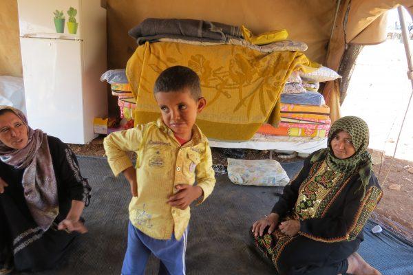 Sara (v) och Hagar (h) tillsammans med hagars son Mohammed. Foto: Zeinab