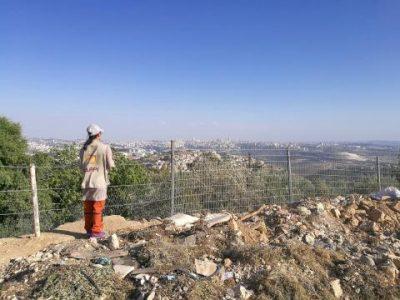 Följeslagare blickande ut över Jerusalem. Foto: Ingvill